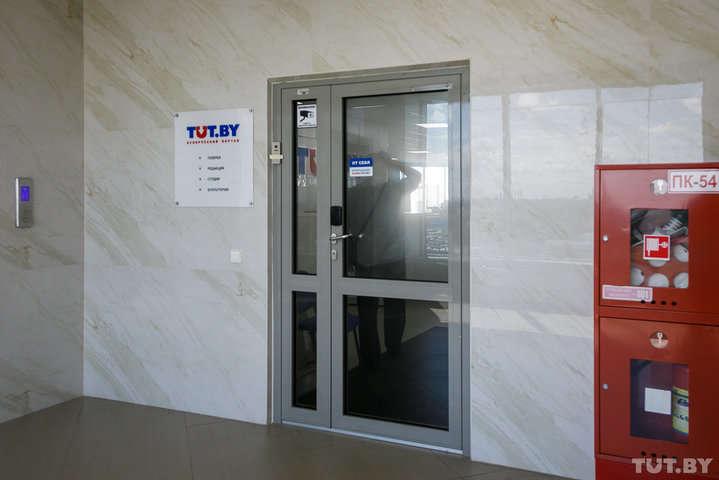 Офіс порталу Tut.by - У Білорусі, окрім редакторки Tut.by, затримали ще шістьох журналістів
