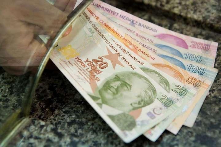 Валюта Турции упала к доллару до исторического минимума