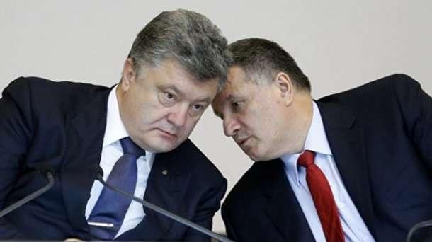 Петро Порошенко і Арсен Аваков - Нардеп від БПП розповів, що між Порошенком і Аваковим триває боротьба