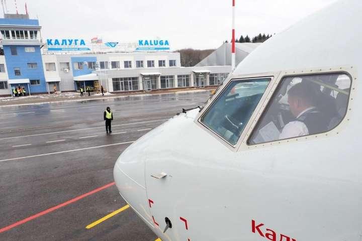 Девальвація рубля збільшила на Московії попит на авіаквитки за кордон