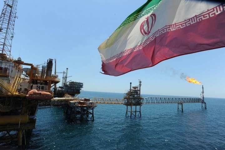Погрози США змушують Іран продавати нафту із знижкою