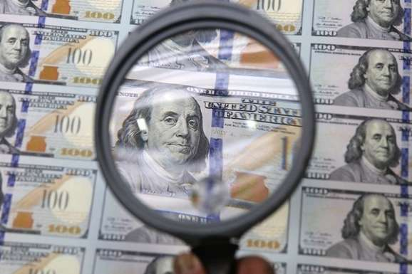 Долар на світових ринках підскочив до річного максимуму