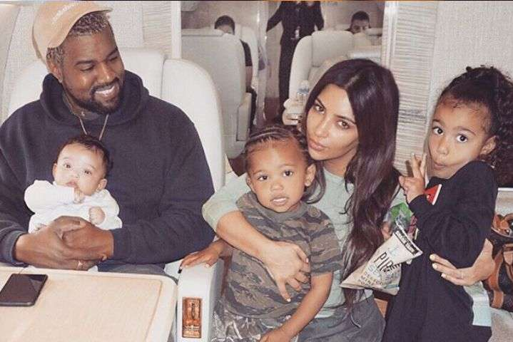 Ким Кардашьян и Канье Уэст с детьми - Ким Кардашьян и Канье Уэст планируют использовать последний эмбрион в ближайшее время
