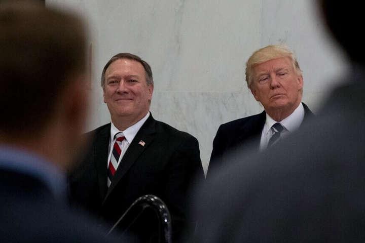 Майк Помпео та Дональд Трамп - Трамп відклав поїздку Помпео в КНДР