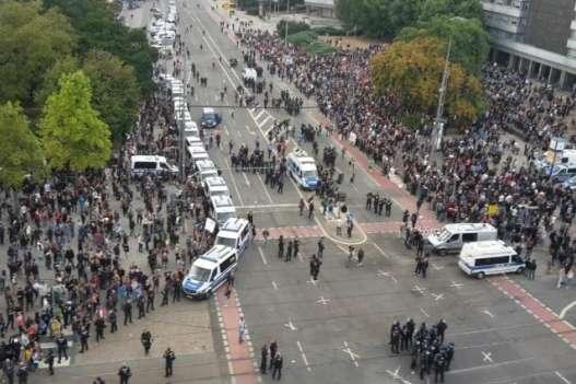 В Хемніці сталися масові сутички демонстрантів, які вийшли на вулиці через вбивство німця