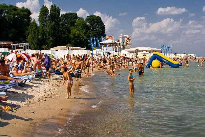 На пляжі в Одесі жінка лишила немовля і зникла