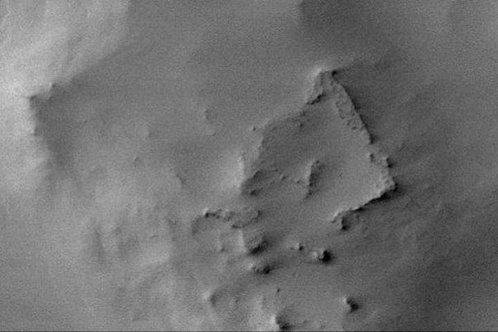 На Марсі знайшли руїни прямокутної споруди
