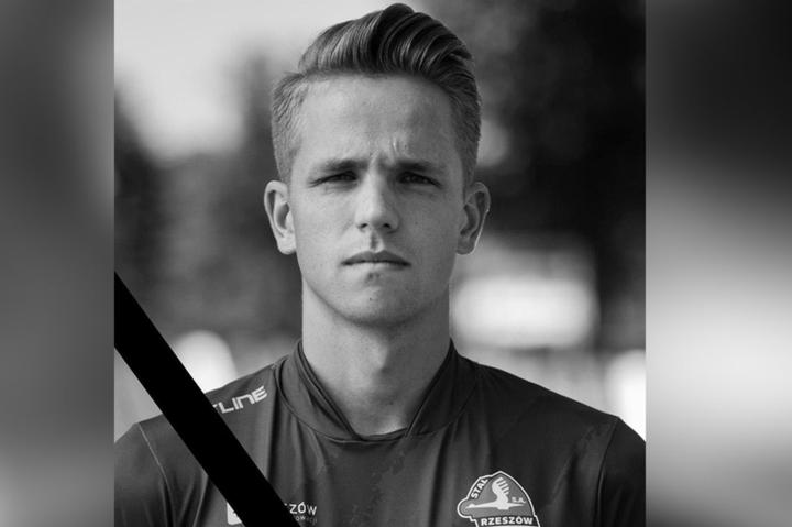 Крістіан Попіела - Колишній нападник «Кальярі» загинув в автокатастрофі у віці 20 років