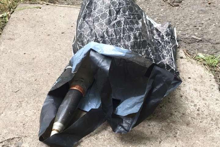 Одесит викинув бойовий снаряд через вікно, намагаючись приховати його від поліції