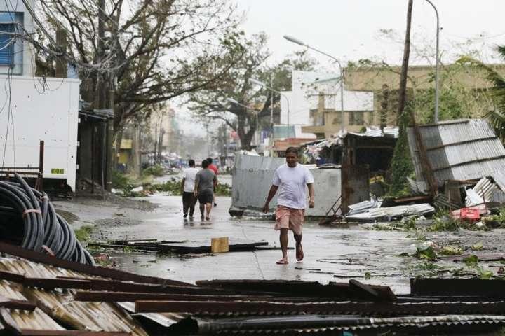На Філіппінах тайфун Мангхут забрав життя десятків людей - У Китаї евакуювали понад 2,4 млн людей через наближення тайфуну