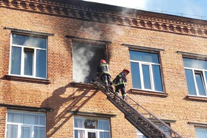 У селі Чорні Ослави Надвірнянського району горить школа