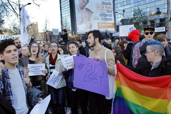 Прихильники ЛГБТ-спільноти в Румунії — У Румунії провалився «сімейний» референдум