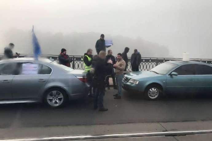 У Вінниці автомобілісти блокують мости через ціни на пальне
