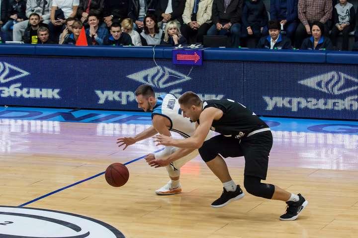 Мішула та Кобець - Американські ліги пропонують контракти двом українським баскетболістам