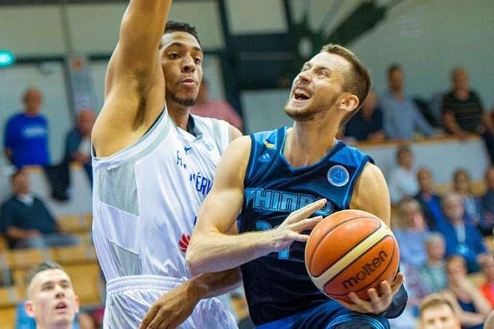 Олександр Мішула (справа) - Українець Мішула претендує на звання найкращого баскетболіста у кваліфікації Кубку Європи