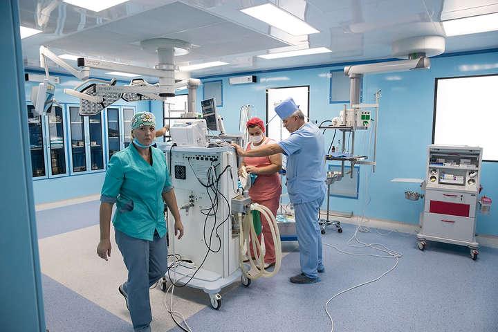 У клініці створеноцентри з універсальними операційними - Кличко перевірив лікарню, на ремонт якої потрачено сотні мільйонів