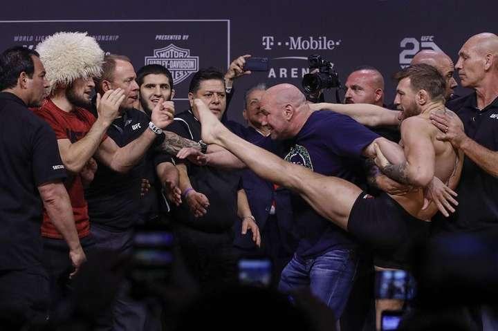 Нурмагомедов vs Макгрегор. Фото: MMA Fighting - Нурмагомедова і Макгрегора тимчасово відсторонили від боїв