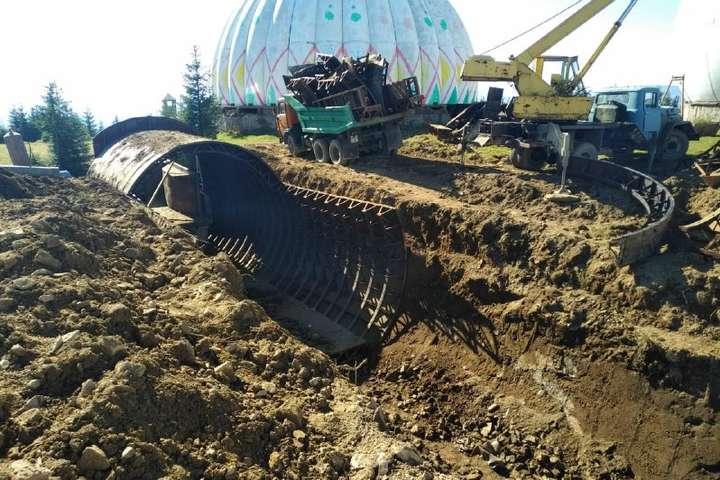 У Чернівецькій області колишню радіолокаційну станцію «Памір» ріжуть на металобрухт