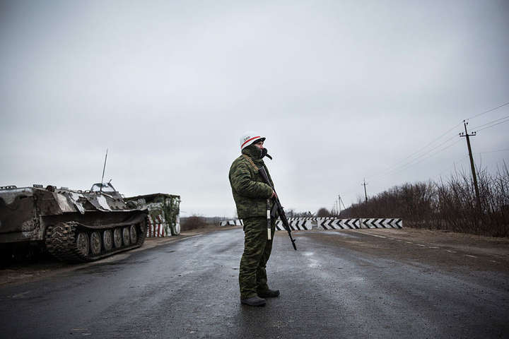 Окупант на Донбасі - Бойовики не дають евакуювати тіла двох загиблих мешканців Золотого-4