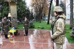 Фото: — Присутні вшанували пам'ять захисників України, хто ціною власного життя виборював волю і незалежність нашої держави