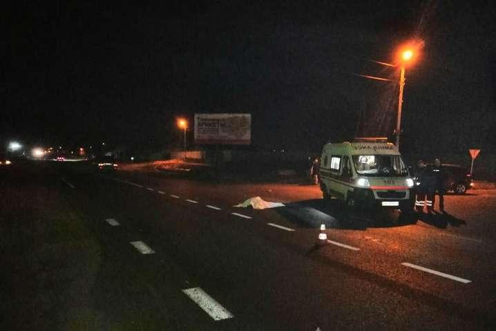На Харківщині Lexus на пішохідному переході збив насмерть двох людей - У Харкові суд арештував водія Lexus, який збив насмерть двох чоловіків