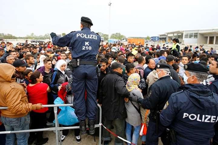 Кожен біженець із підтвердженим статусом в разі перевірки буде зобов'язаний надавати на запит усі необхідні документи - Правила надання притулку в Німеччині стануть жорсткішими