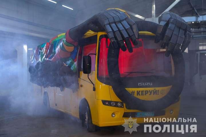 На дорогах України можна буде побачити поліцейський «автобус-привид» (фото)