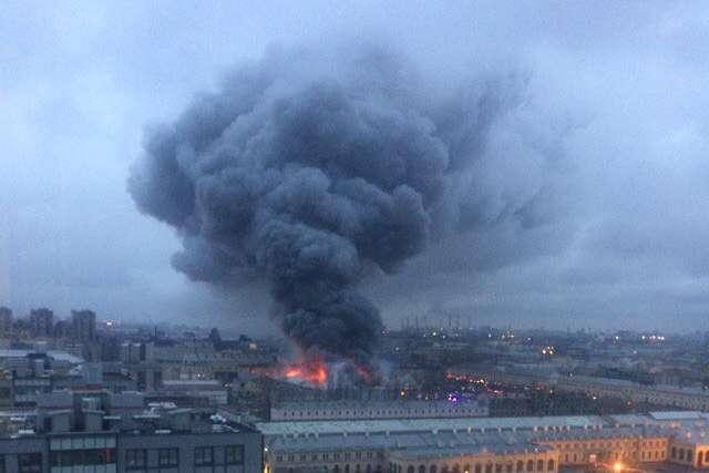 Пожежа у супермаркеті «Лента» в Санкт-Петербурзі - У Петербурзі сталась пожежа в супермаркеті - евакуйовано 800 осіб