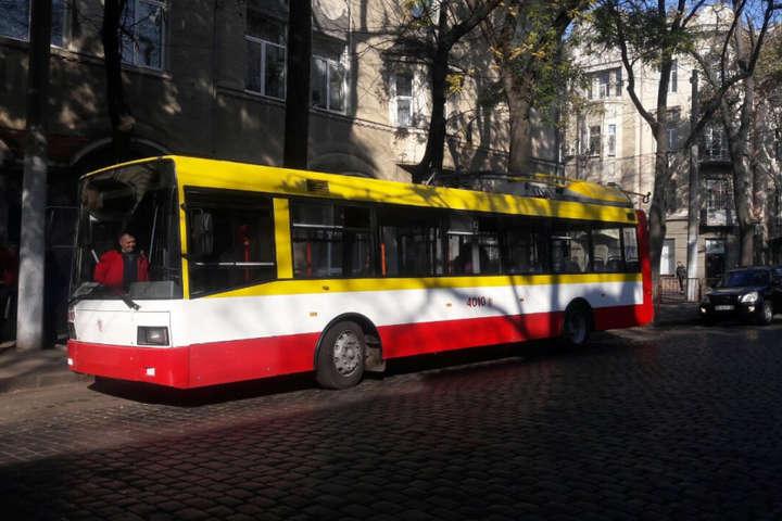 Перший рейс електробуса з пасажирами пройшов успішно - На вулиці Одеси вперше вийшов електробус