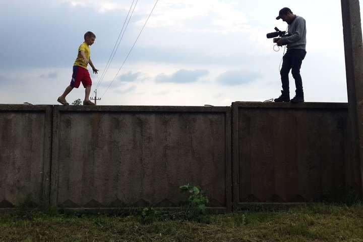 Фільм спостерігає за життям 10-річного Олега, чиє життя перевернулося догори ногами через війну на сході України - Фільм про Україну став номінантом на Єврооскар