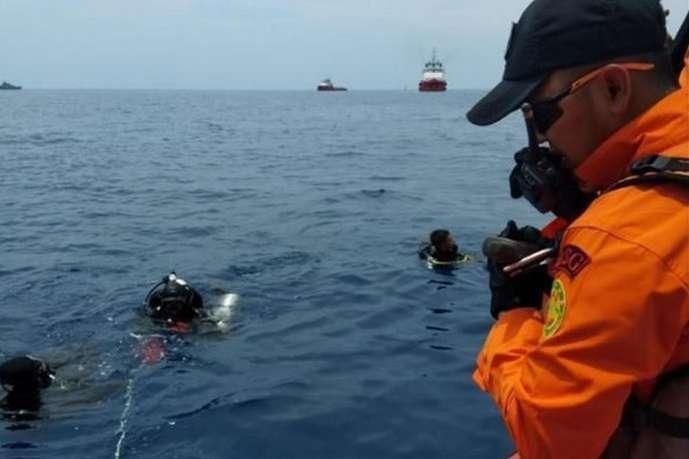 <span>Рятувальники на місці авіакатастрофилітака Lion Air</span> - Авіакатастрофа в Індонезії: рятувальники припинили пошуки жертв