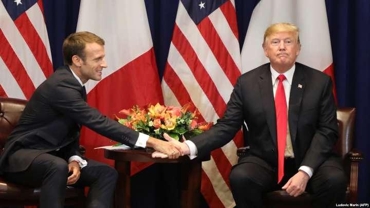 Президент США Дональд Трамп та президент Франції Еммануель Макрон - Трамп і Макрон у Парижі обговорили обороноздатність Європи