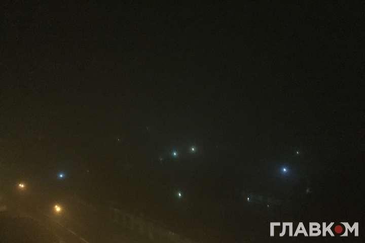 Їхати неможливо: столицю накрив густий туман