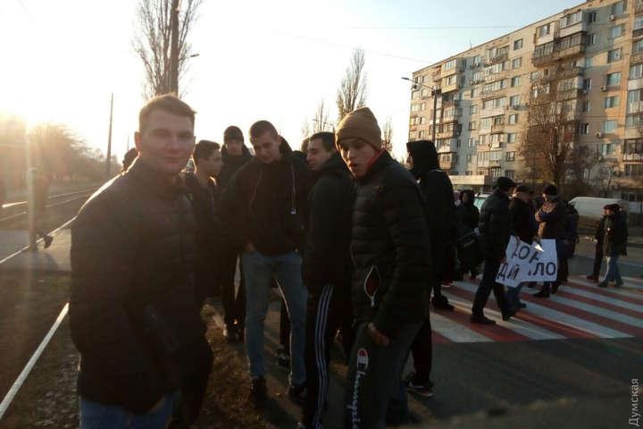Учасники акції протесту в Одесі- Одесити перекрили ще одну дорогу через відсутність опалення є постраждала