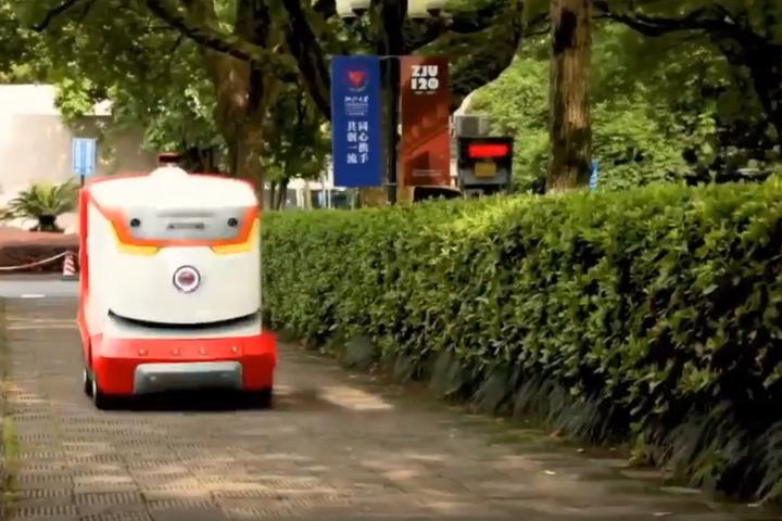 Китайський інтернет магазин навчився доставляти посилки за допомогою роботів