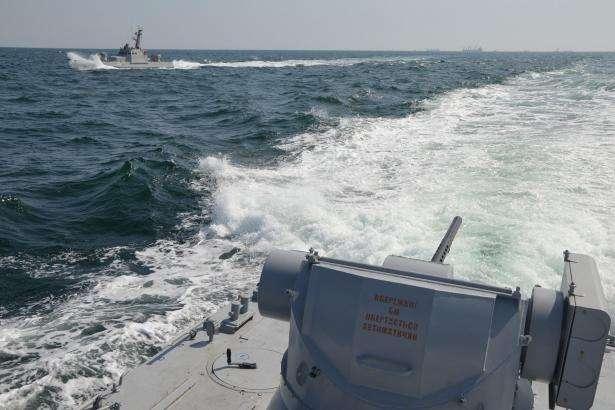 ФСБ РФ відправила захоплені кораблі України до окупованої Керч