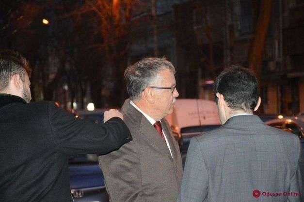 На лідера партії «Громадянська позиція» Анатолія Гриценка та його однопартійців в Одесі напали близько 30 осіб у масках - Аваков заявляє про затримання п'ятьох підозрюваних у нападі на Гриценка