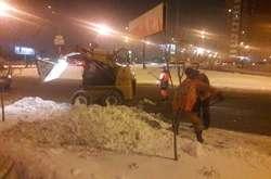 Фото: — Дорожники почали вивозити сніг з вулиць Києва