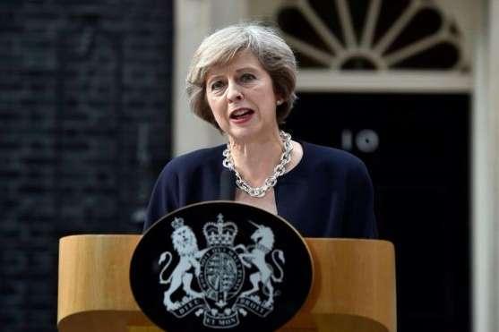 «Я як і раніше працюватиму через два тижні», — сказала Мей, коли її запитали, чи піде вона у відставку, якщо парламент не підтримає узгоджену нею угоду з Брюсселем — Мей не піде у відставку, навіть якщо парламент відхилить Brexit-угоду
