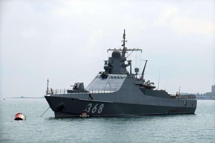 До цього корабель «Дмитрий Рогачев» проводив артилерійські тренувальні стрільби - Патрульний корабель РФ проекту 22160 зайшов в окупований Севастополь