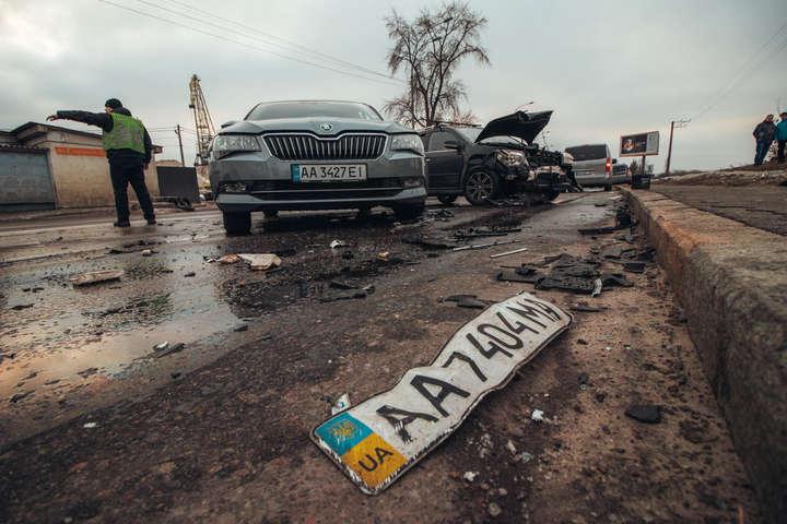 Gelly на великій швидкості врізався у Skoda - У Києві Gelly влетів у Skoda: обох водіїв забрала «швидка» (фото)