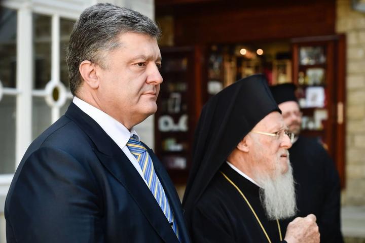 Константинополь підтримав Порошенка: більше Онуфрій з Кремлем не будуть «гнути пальці» в Україні, - експерт