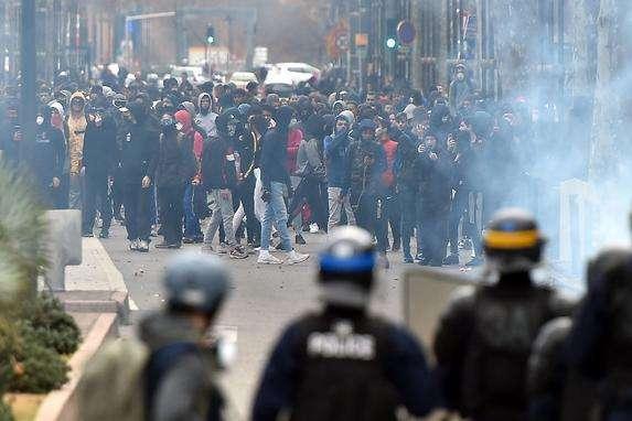 <span>Протести заплановані також у нідерландських містах Амстердамі та Роттердамі</span> - «Жовті жилети» у Брюсселі: поліція затримала близько 70 осіб