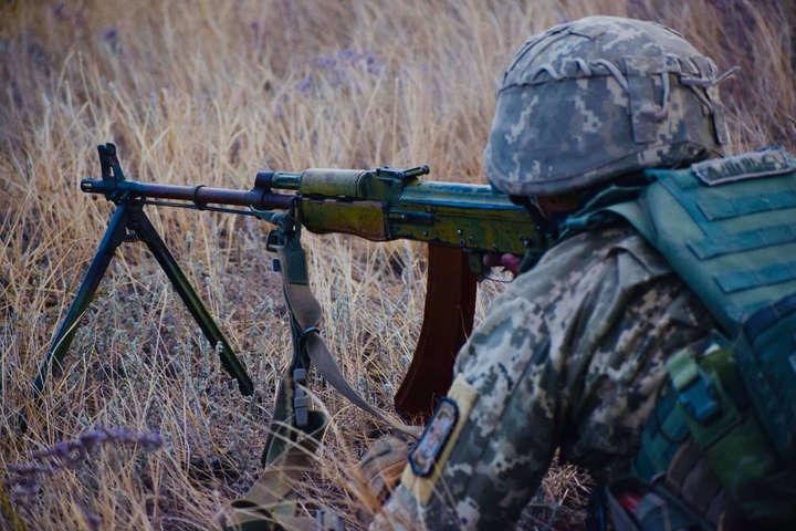 <p>Ситуація в районі проведення ООС залишається під контролем українських військових</p> - Окупанти продовжили обстріли військових на Донбасі. Є поранений