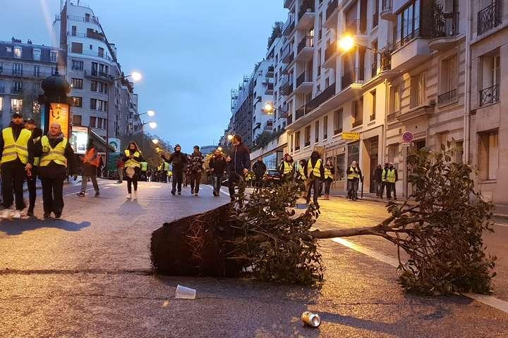 Протести у Франції: кількість затриманих зросла до майже тисячі осіб