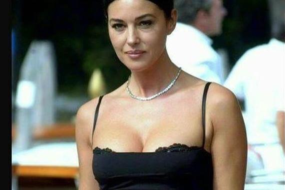 Моника Беллуччи - 54-летняя Моника Беллуччи в элегантном платье на кинофестивале в Марракеше (фото)