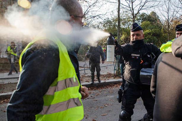 Силовикиу Франції використовують бронетехніку та застосовують сльозогінний газ та водомети - Ердоган про жорстокість поліції до «жовтих жилетів»: Європа провалила урок демократії