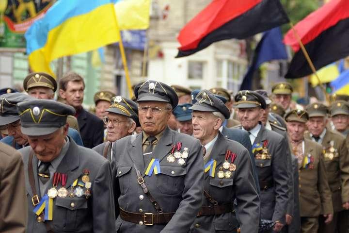 Ветерани УПА - Порошенко пообіцяв негайно підписати закон про надання воїнам УПА статусу учасників бойових дій
