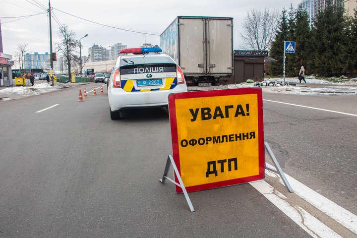 Медики діагностували у збитого пішохода струс мозку і закриту черепно-мозкову травму - Toyota у Києві збила пішохода на «зебрі»