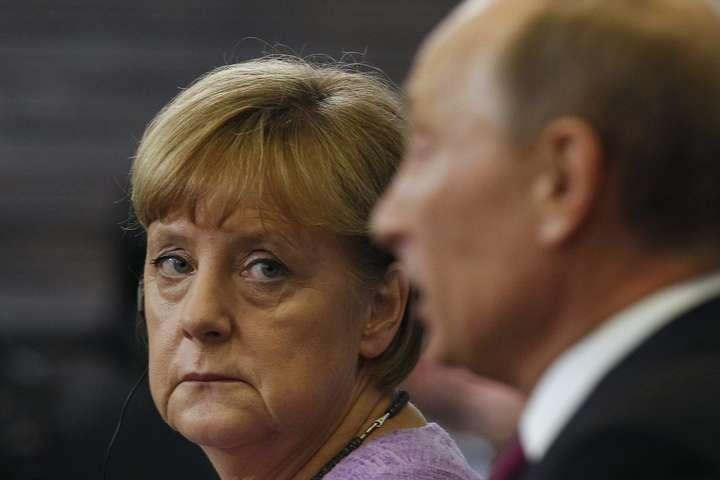 Ангела Меркель призвала В. Путина освободить 24 украинских моряка